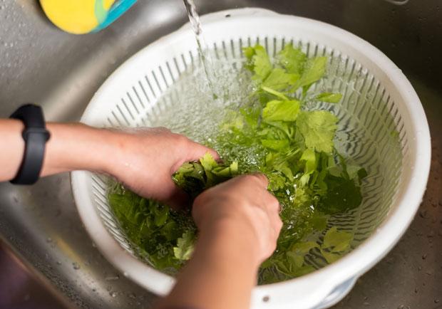 食品用洗潔劑安全嗎?台大教授 6 種方法安心處理蔬果