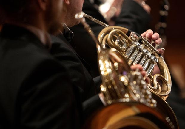 音樂是良藥!退休的他重拾樂器,居然改善健忘、變得更健康