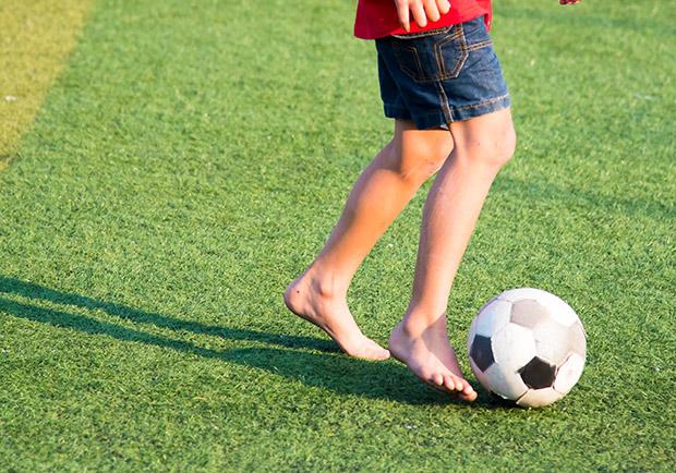 孩子遇到莫名腳跟痛,家長別再以為只是生長痛!