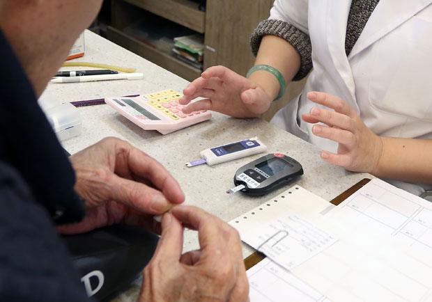 監控血糖並不難,5 步驟教你正確使用血糖機