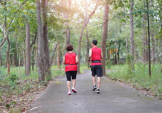 動起來更健康!研究:每天快走10分鐘可預防關節炎