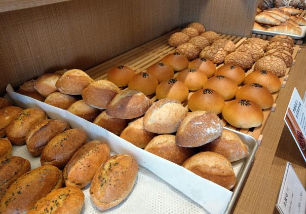 進入麵包店先別手刀搶購,應該先看幾眼這些地方