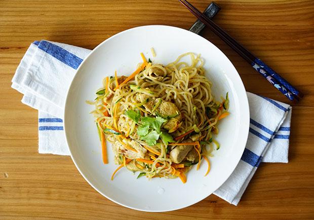 讓你吃飽又能瘦!20分鐘做出超低卡料理:豬肉咖哩蒟蒻麵