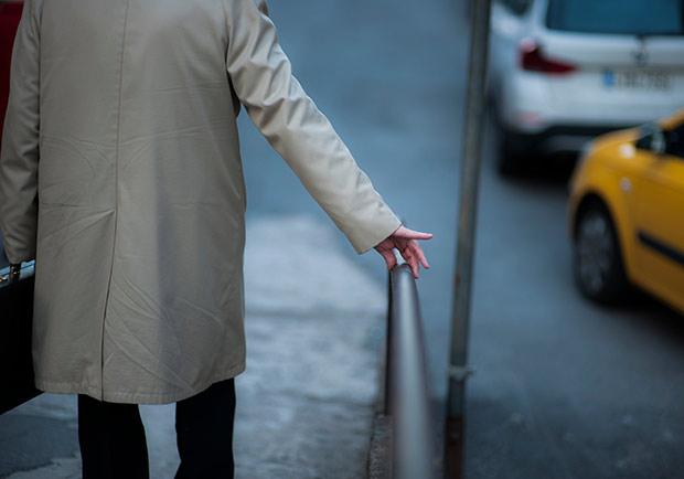 中午就來接她下班,才發現53歲老公得了阿茲海默症