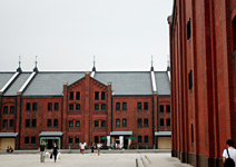 複製紅磚倉庫模式 再現港都榮景