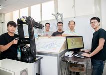 大學颳起機器人旋風,廠商捧著錢等技術