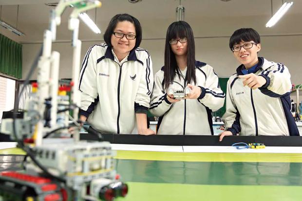 女生也能寫程式! 打造能源機器人奪冠
