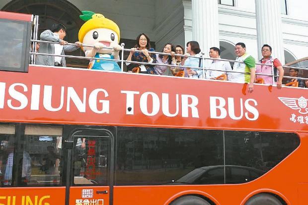 全國首創 高雄開頂雙層巴士 10日起增闢懷舊線