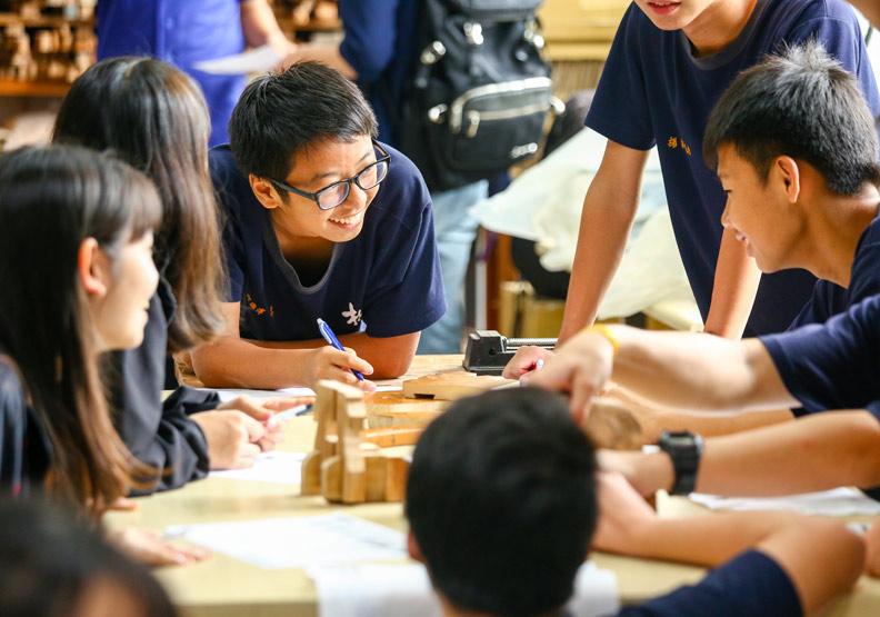 桌遊數學融入生活 「一班一國」練英文