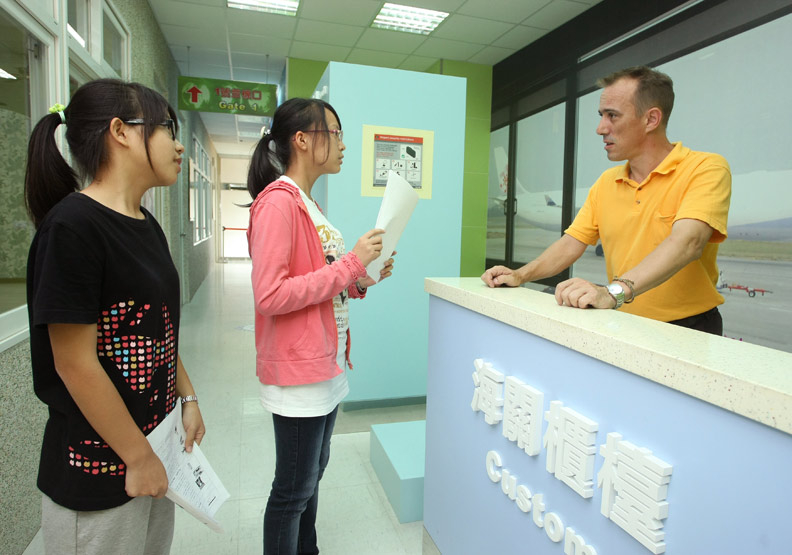 貼近國際時事 教學生讀懂英文文章