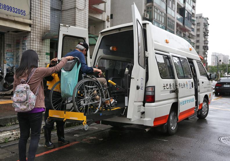 平價巴士接送 減輕往返醫院車資負擔