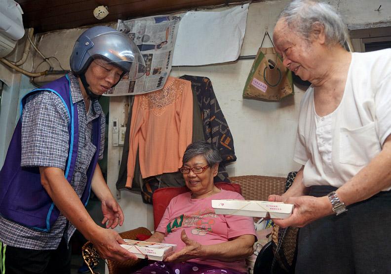 志工直送新鮮便當 關懷獨居老人的心與胃