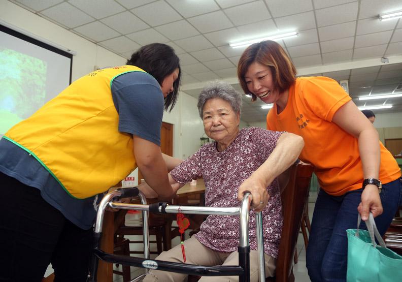 短托、共餐、健康促進 讓老人安心走出家門