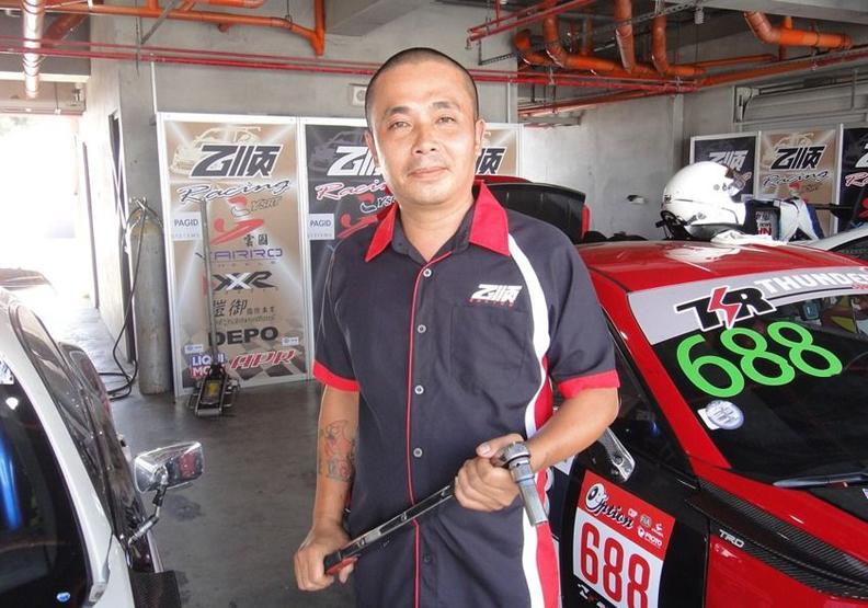 國中畢業不設限 他是賽車車隊首席技師