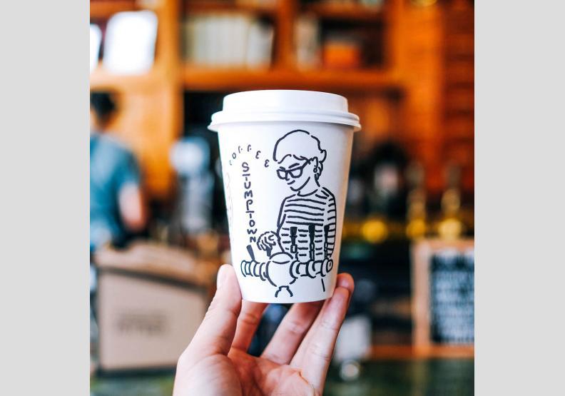 旅行不留白 他在外帶杯上 速寫咖啡師
