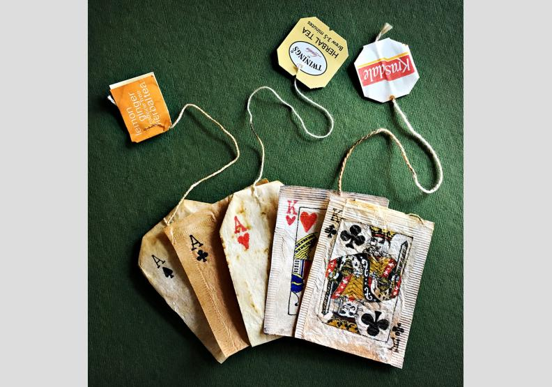 用過的舊茶包 是她的畫布 也是日記