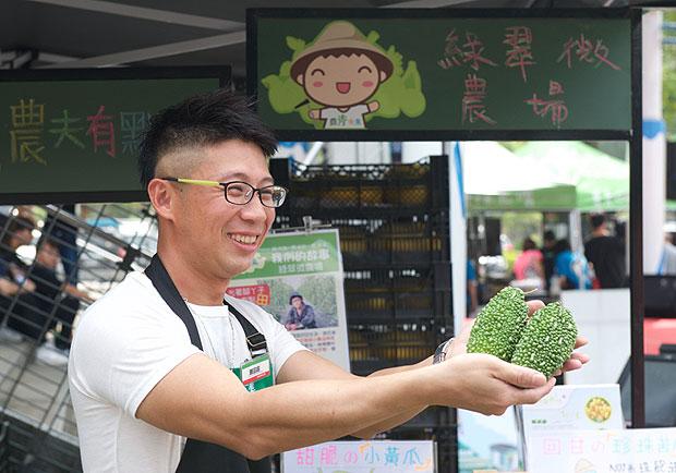 結合小農,國道服務區週末賣青菜
