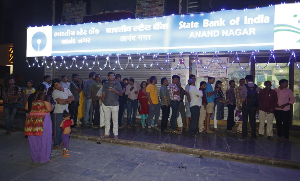 印度突襲宣布:500和1千盧比停止流通  不再是法定貨幣
