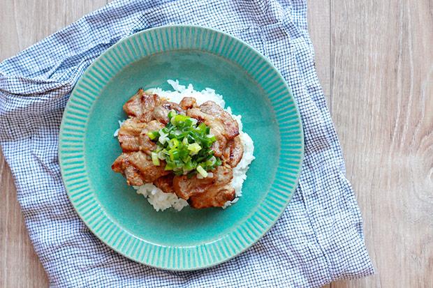 咻咻咻就能端上桌!日式蔥燒豬肉蓋飯
