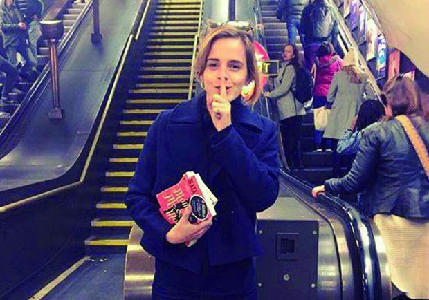妙麗的書單藏在地鐵站!艾瑪華森於倫敦地鐵大玩叢書躲貓貓!