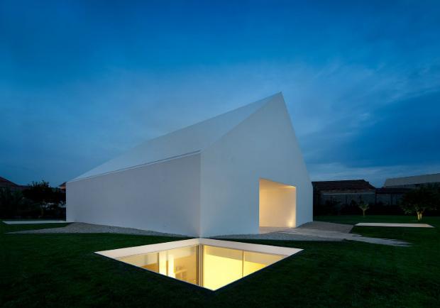 「無窗屋」光從哪裡來?極簡設計引天光,讓地下穴居也能大行光合作用!