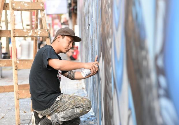 從畫大體到街頭塗鴉!他用創作改變城市風景