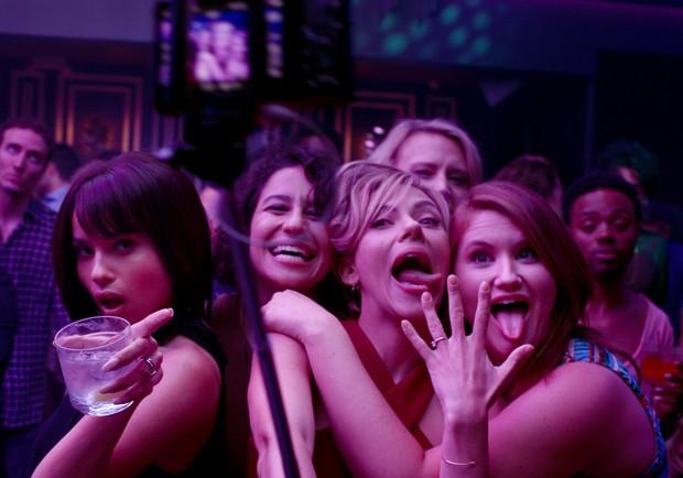 《女狼嗨到趴》:史嘉蕾喬韓森嗨翻單身趴!