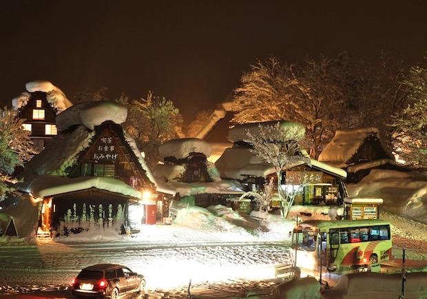 合掌村點燈之旅!我的心遺落在冬日的雪白薑餅屋裡...