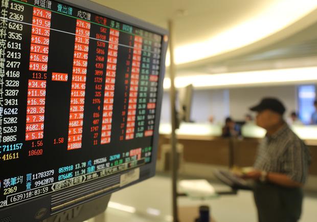 台股投資聚焦三主軸:「科技」、「金融」與「原物料」