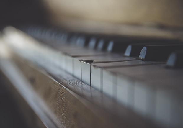 這爛琴,根本不能彈!