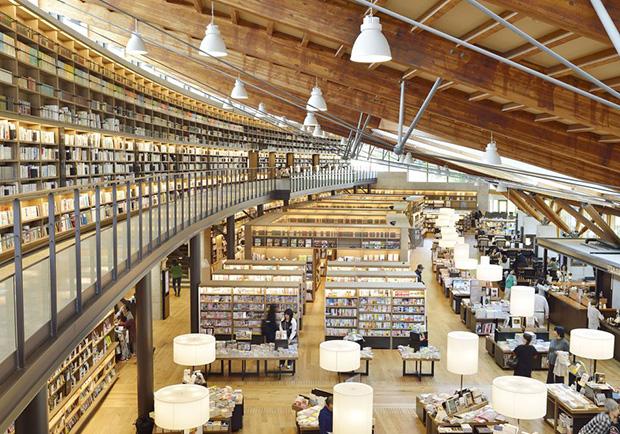 藏在小城市裡的日本第一圖書館