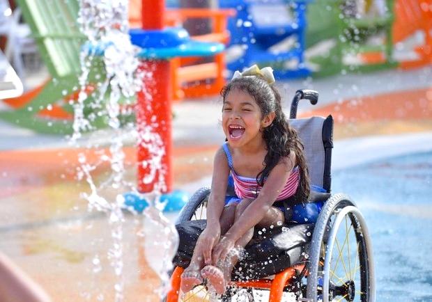 真正的無障礙!他讓身障孩童也能快樂玩水趣
