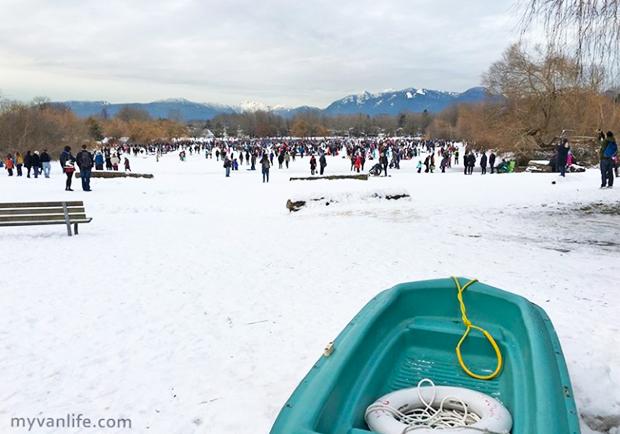 讓人領略四季之美!遛狗、賞楓兼滑雪的冬季鱒魚湖