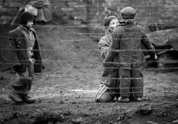《尋找天堂的3個人》集中營被摧毀的前夕