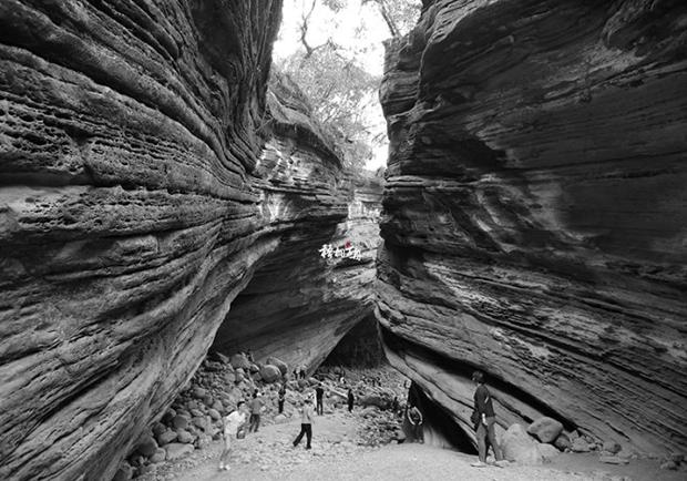 枯水期限定的峽谷美景 南化大地谷