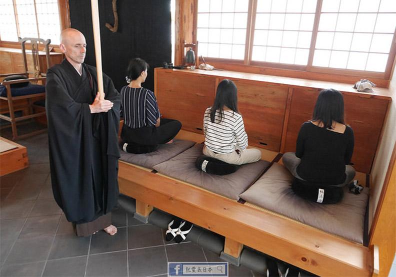 外國和尚會念經!到秘境禪寺體驗坐禪、誦經、茶道