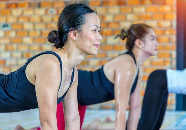 啟用軀幹穩定肌群,核心訓練前的 3 組暖身動作
