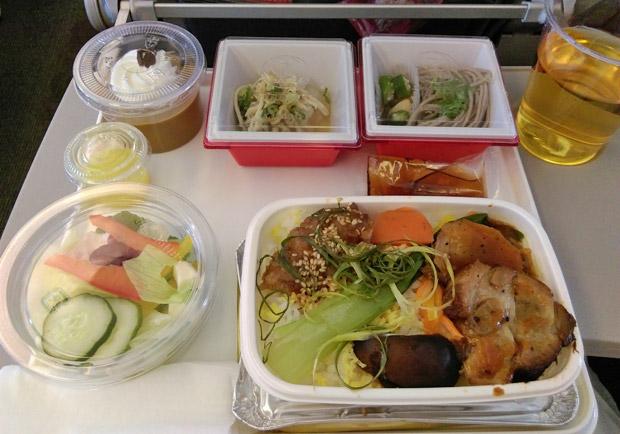 從未聽過有人吃飛機餐拉肚子,這是怎麼做到...