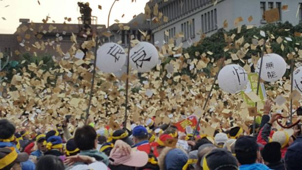 年金改革國是會議 萬人撒冥紙、演出孝女白瓊行動劇