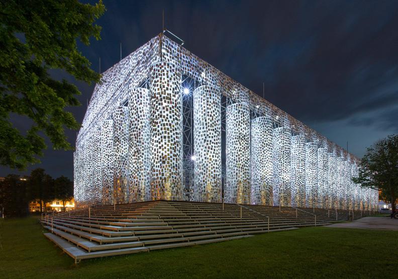阿根廷藝術家用10萬本「禁書」打造「帕德嫩神殿」