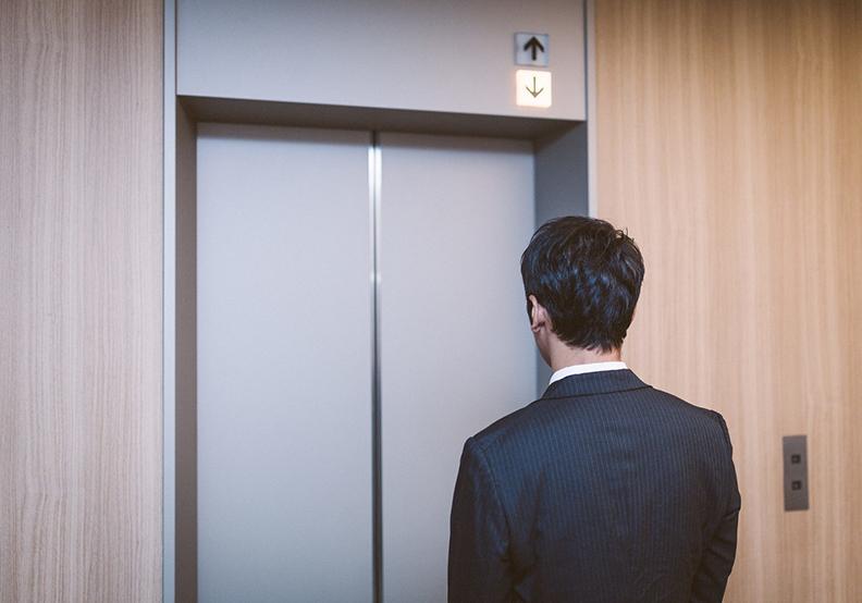 你是否急著猛按電梯的關門鍵?