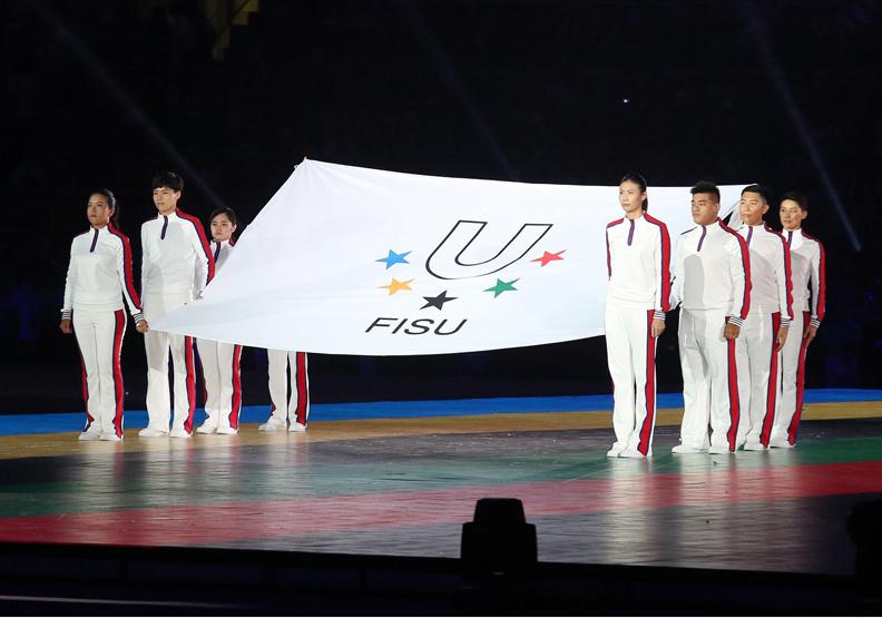 《2017世大運報導》陳金鋒舉棒擊出火球 點聖火照亮世大運