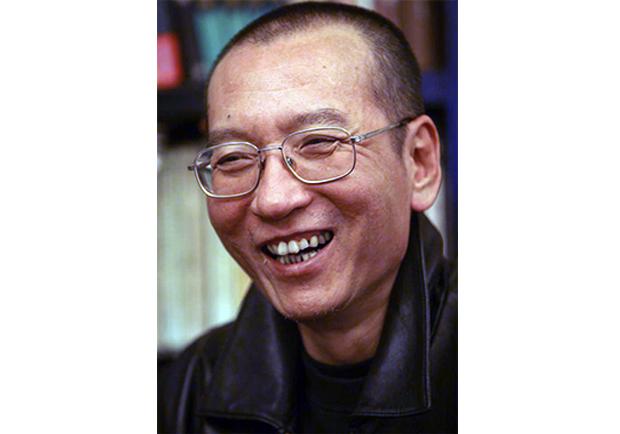 劉曉波六四後央視認罪真相:他們迫父親跪求我