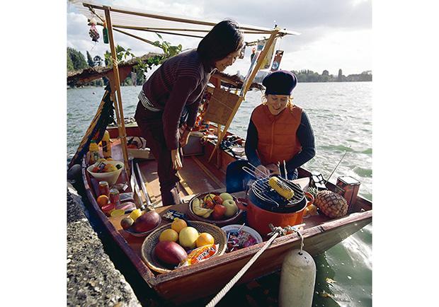 林怡年與亞麗珊卓.薩:《小本生意》,船、不同的材料