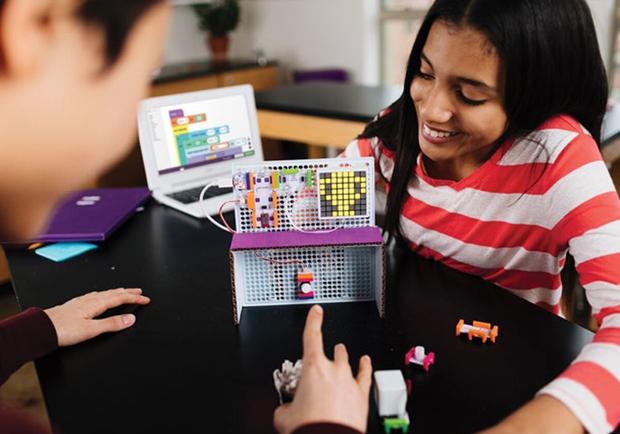 「電子版樂高」啟發孩子科學腦 從創客圈風靡到家長圈!