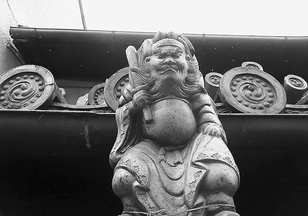 京都町家的屋簷上,總有鍾馗坐鎮