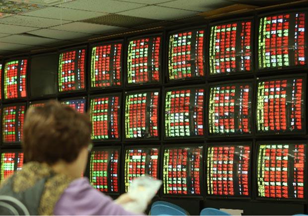 股市上萬點 台股一度衝上10,001.94