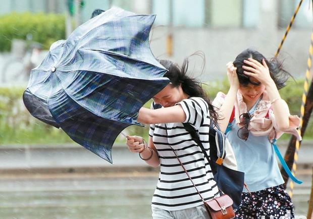 「颱風假不是假」 你沒到班 雇主扣薪沒違法