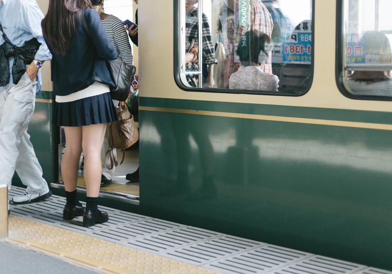 解決地鐵塞爆之苦 東京市推「錯時上班」