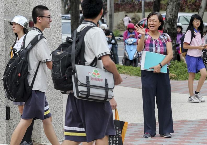 「行政大逃亡」8月將湧現 老師:問題不在加薪